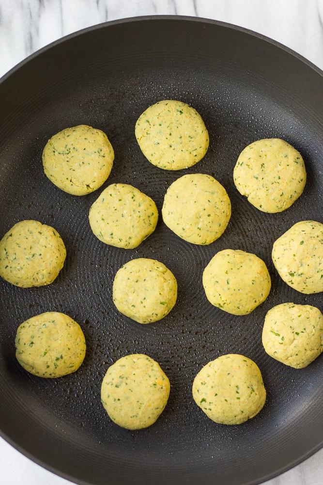 Easy Vegan Falafel: Oil-free vegan falafel recipe.