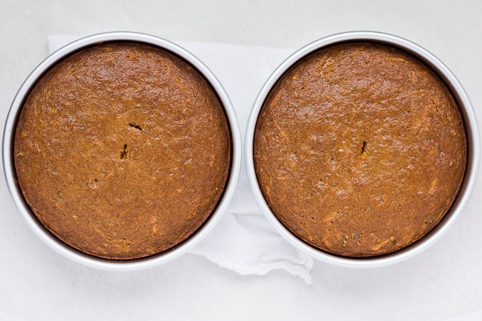2 round cakes cooked