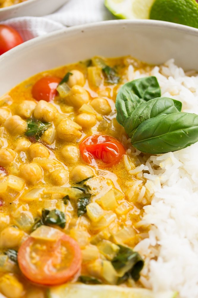 close up of chickpea curry in bowl