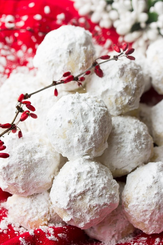 lots of vegan snowball cookies