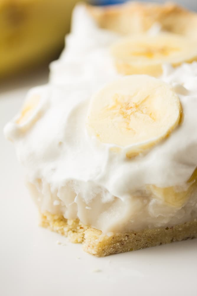 close up of a creamy pie with bananas