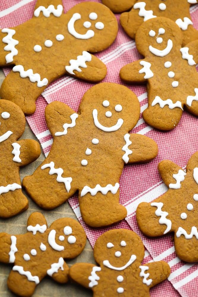 Vegan Gingerbread Cookies Nora Cooks