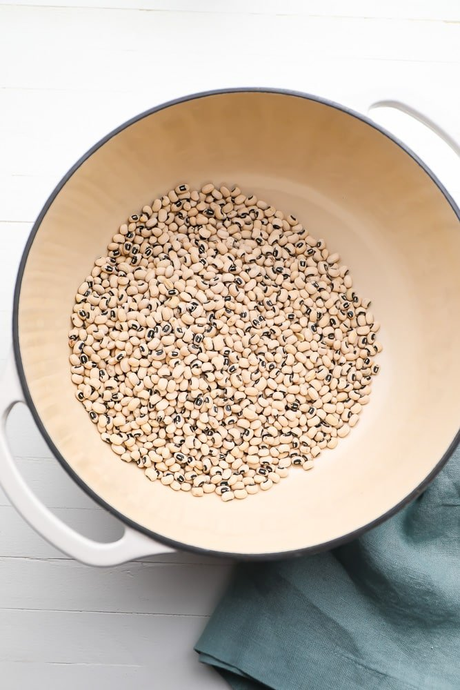 black eyed peas dry in a pot ready to be soaked